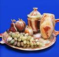 Широкий выбор сувенирных изделий,посуды,столов из оникса и камней Урала и Сибири.