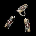 Широкий выбор ювелирных изделий: кольца ,серьги, наборы, кулоны, браслеты . Щелкните по стрелке в углу, чтобы увеличить.