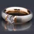 Шикарное кольцо из белого золота (матового, снаружи) и теплого розового внутри. Бриллиант в 1 карат.