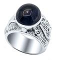 Стильное женское кольцо из серебра 925 пробы со вставкой из звездчатого сапфира.